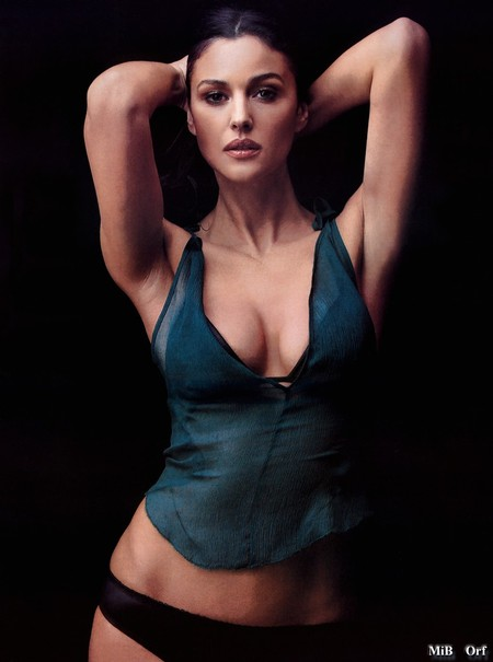 Monica_Bellucci_Desire_Esquire_02_feb2001.JPG