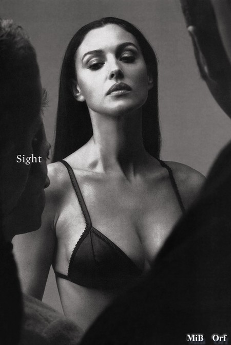 Monica_Bellucci_Desire_Esquire_05_feb2001.JPG